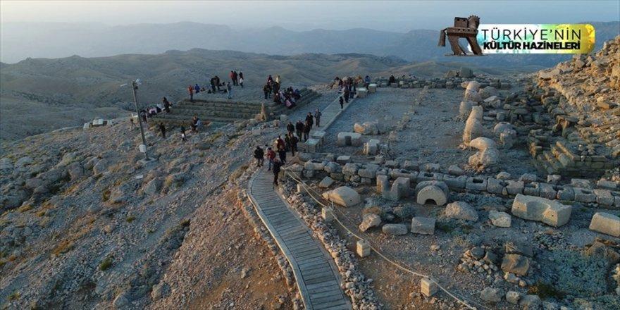 'Dünya mirası' Nemrut'a ziyaretçi akını