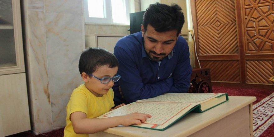 5 yaşında Kur'an okumayı öğrendi