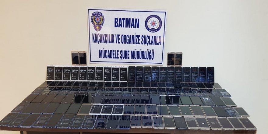 135 adet kaçak akıllı telefon ele geçirildi