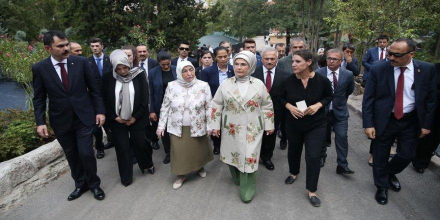 Emine Erdoğan, Meclisteki çalışmaları inceledi