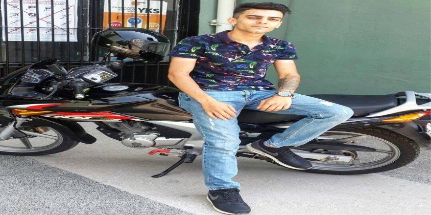 Motosiklet refüje girdi: 1 ölü, 1 yaralı