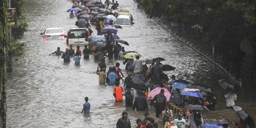 Şiddetli yağışlar 16 can aldı