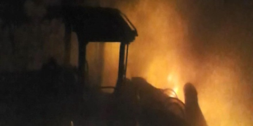 PKK 13 aracı ateşe verdi