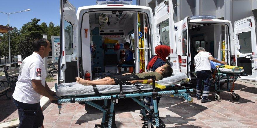 Minibüs refüje devrildi: 8 yaralı