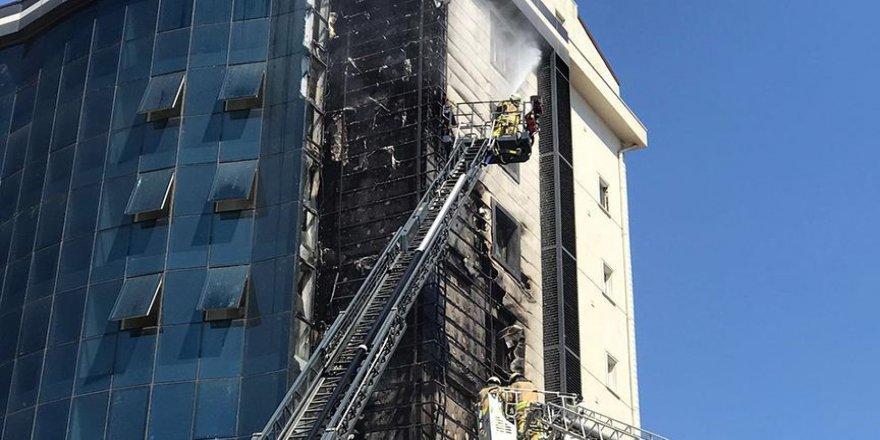 Plazadaki yangın söndürüldü