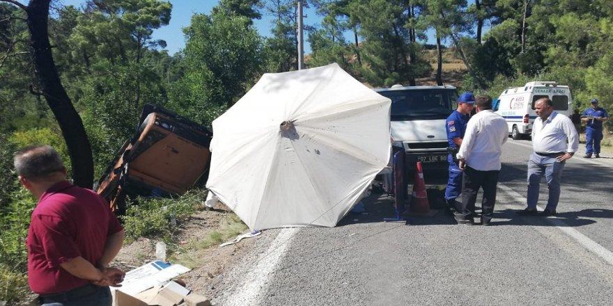 Safari minibüsü devrildi: 1 ölü