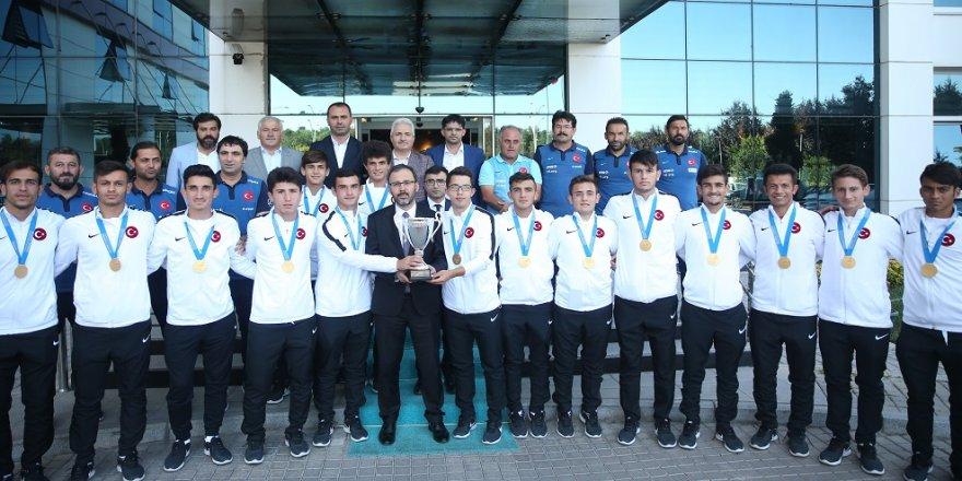 Bakan Kasapoğlu, şampiyonlarla buluştu