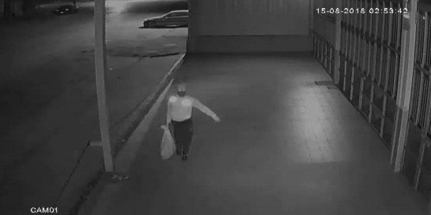 Kümesten tavuk hırsızlığı güvenlik kamerasında