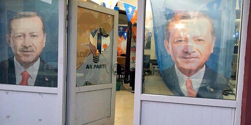 AK Parti İlçe Başkanlığı binasına taşlı saldırı