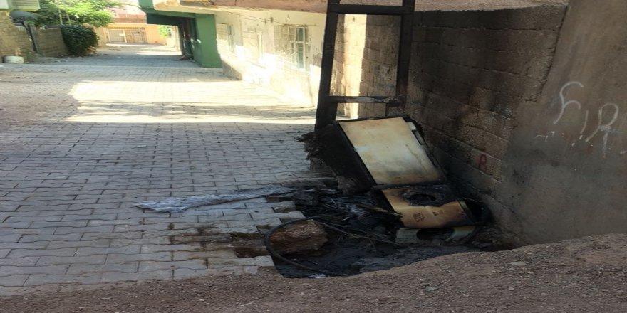 Kaçak elektrik için panoyu yaktılar