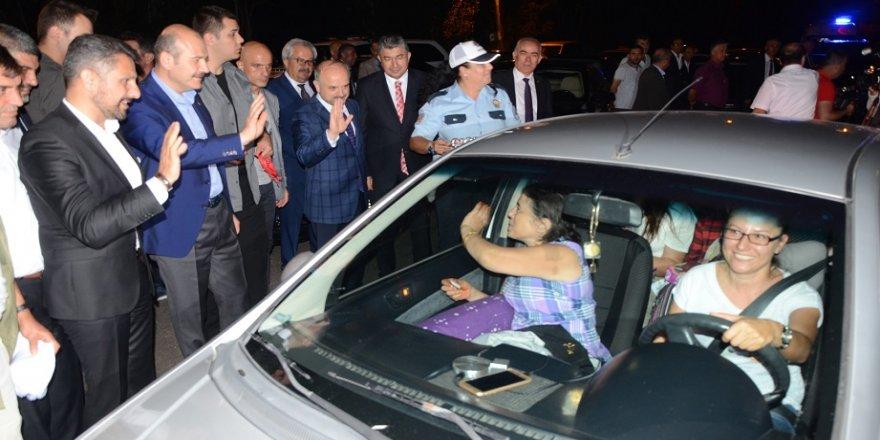 Gece yarısı sürücülere Bakan Soylu sürprizi