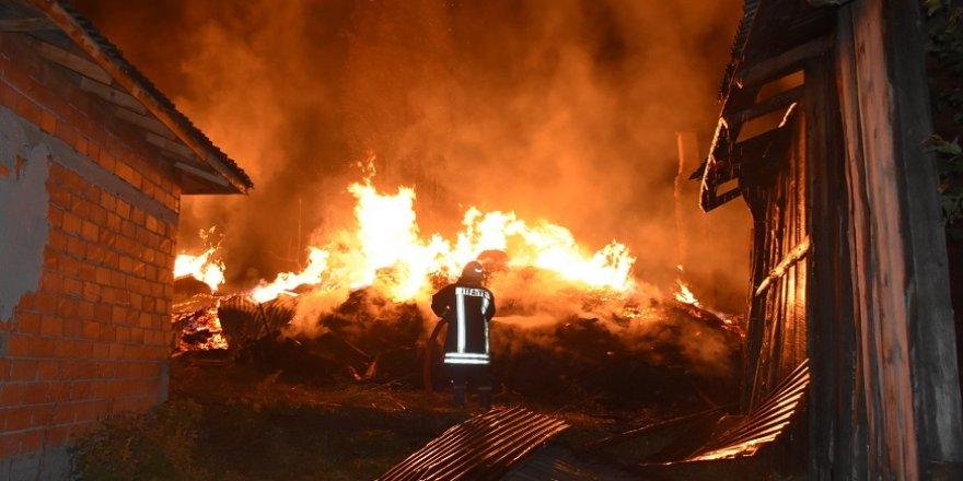 8 ev tamamen yandı