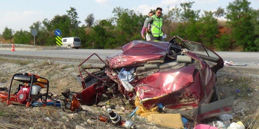 Tır, otomobile çarptı: 2 ölü, 7 yaralı