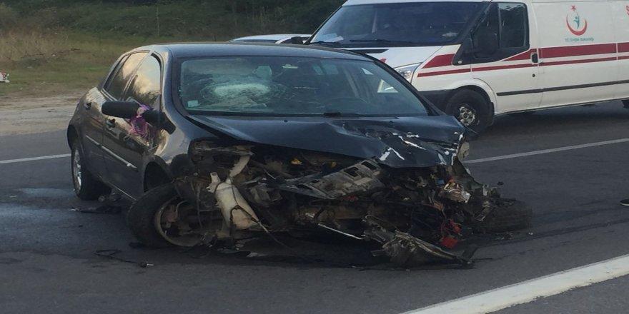 Kontrolden çıkan otomobil bariyerlere çarptı: 1'i ağır 3 yaralı