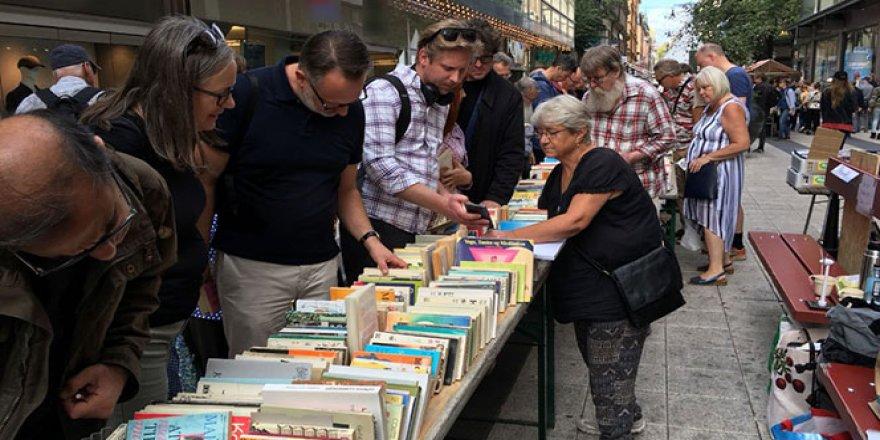 3 kilometre kitap pazarı kuruldu