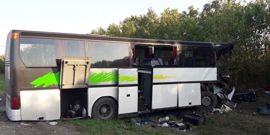 Otobüs kazası: 2 ölü