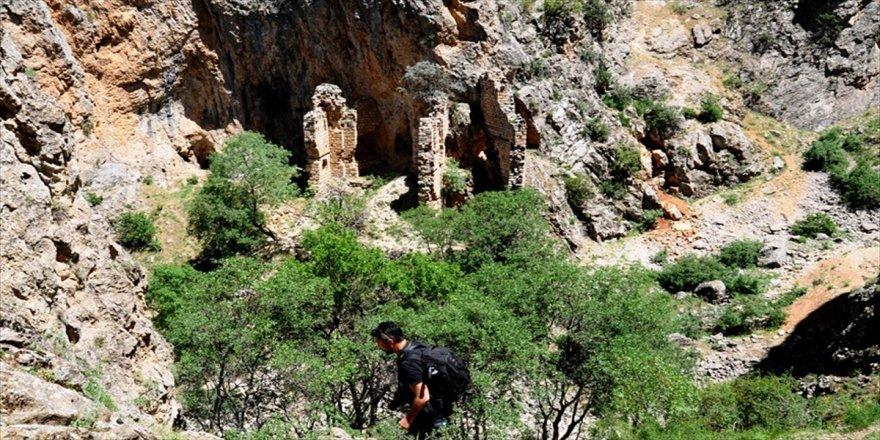 'İvriz Kaya Anıtı'na turist ilgisi