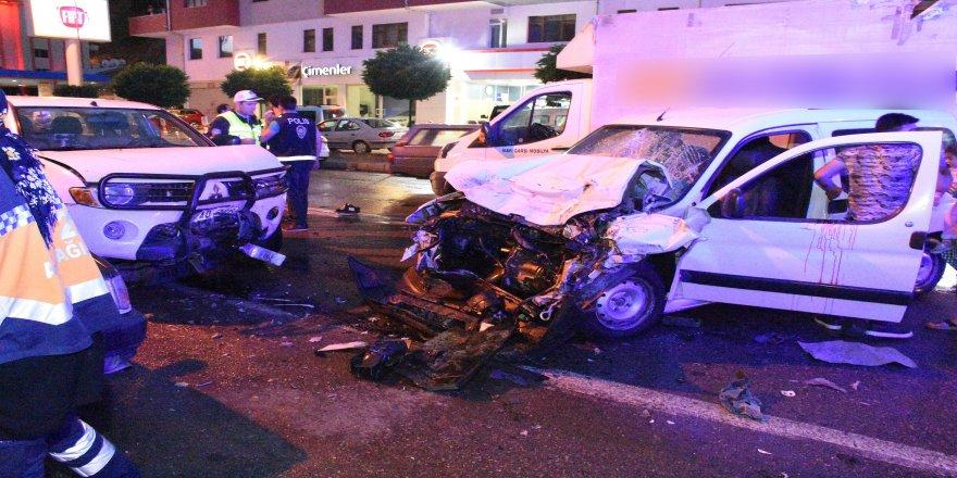İki ayrı trafik kazasında 10 kişi yaralandı