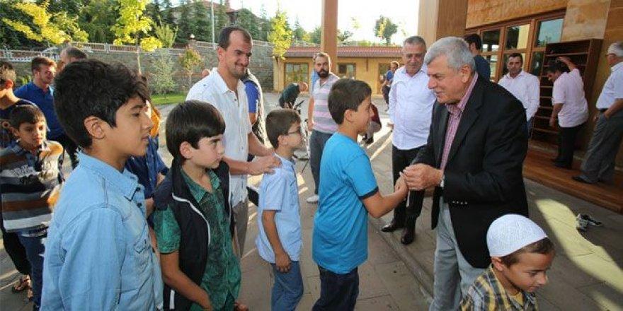 Başkan'dan çocuklara bayram harçlığı