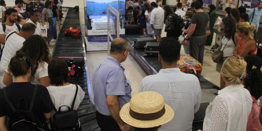 Atatürk Havalimanı'nda son gün yoğunluğu