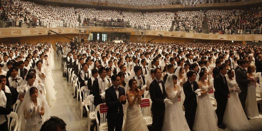 Binlerce çift aynı anda evlendi