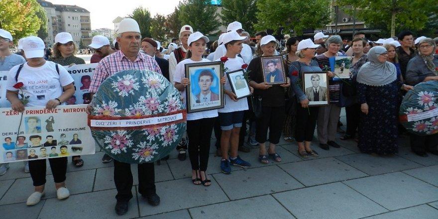 Kosovalılar Dünya Kayıp Kişiler Günü'nde yürüdü