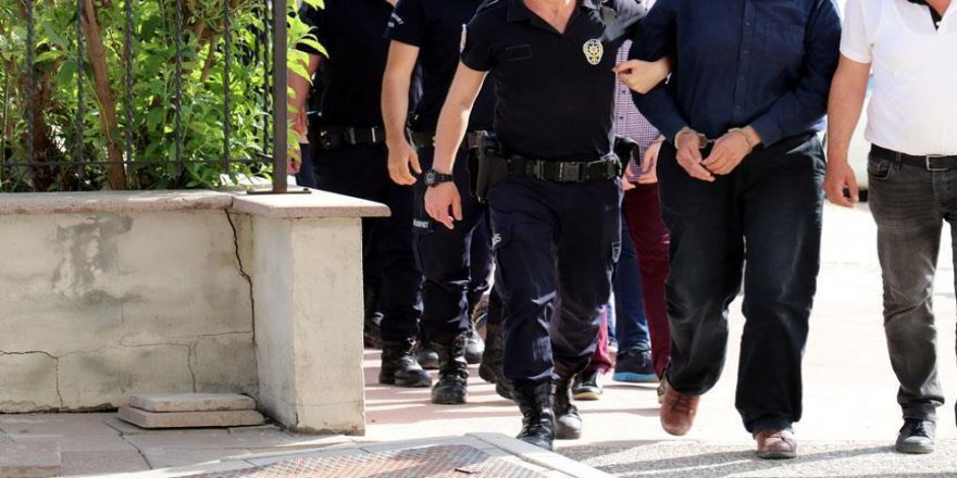 25 polis gözaltına alındı