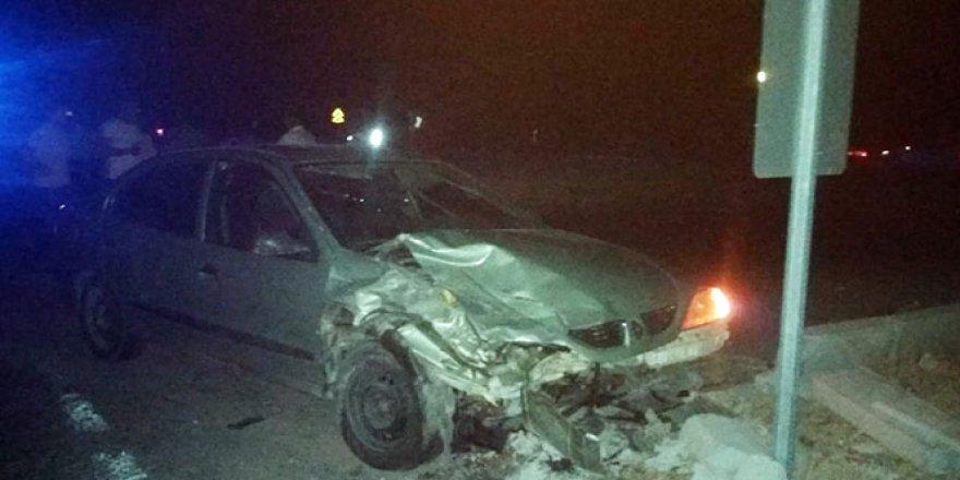 Kamyonet ile otomobil çarpıştı: 8 yaralı