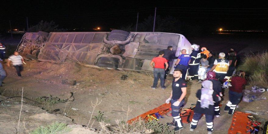 Otobüs şarampole devrildi: 6 ölü, 44 yaralı