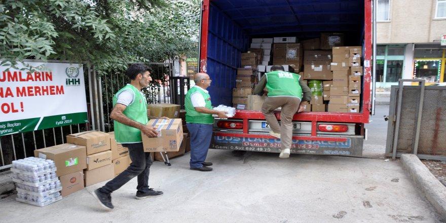Suriye'ye 152 koli yardım gönderildi