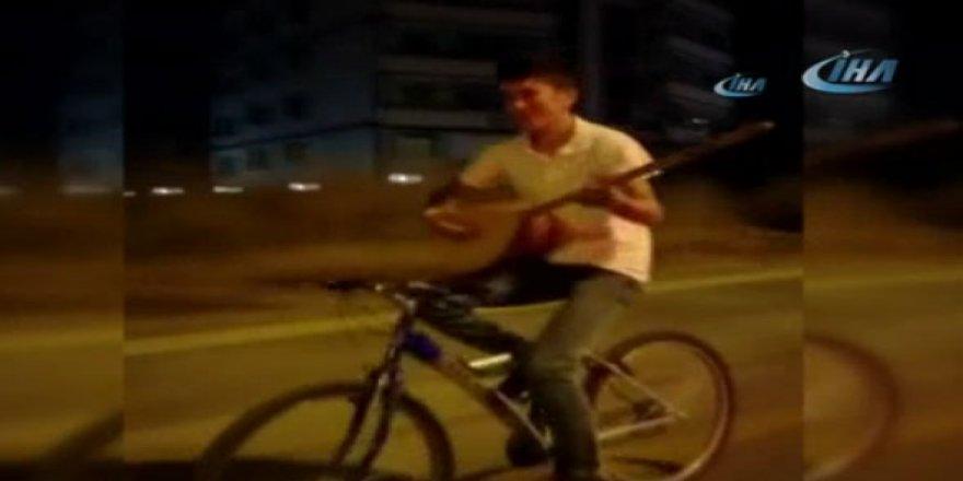 Bisiklet üzerinde tehlikeli eğlence!