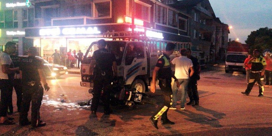 Kamyonet yunus polisleriyle çarpıştı