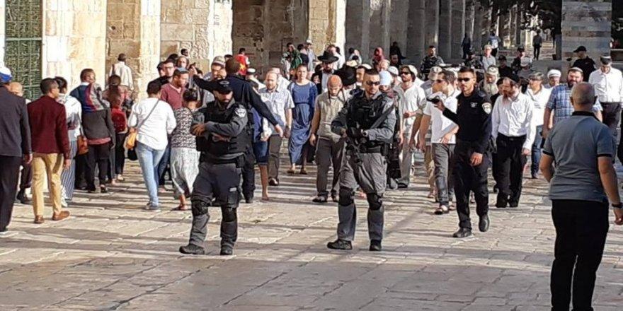 İsrailli Bakan, Mescid-i Aksa'ya baskın düzenledi