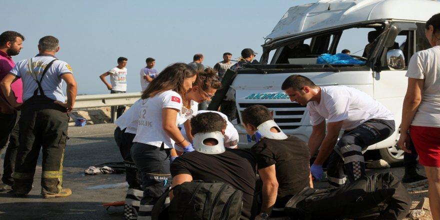 Yolcu minibüsü devrildi: 16 yaralı