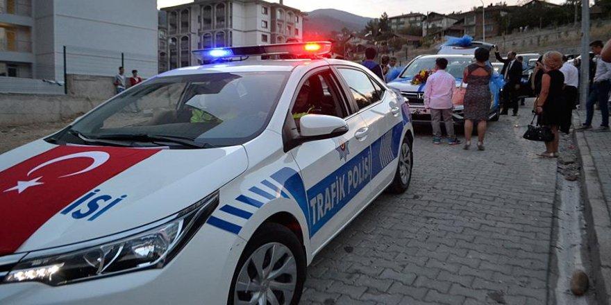 Şehidin evlenen kardeşine polis konvoyu