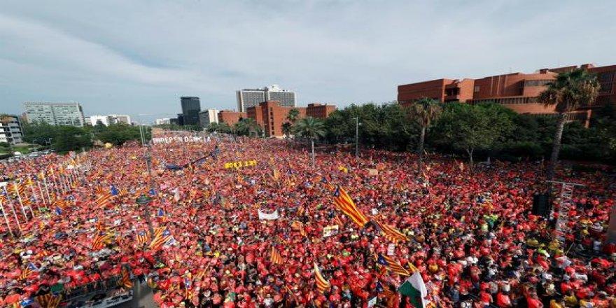 1 milyon Katalan sokaklara döküldü