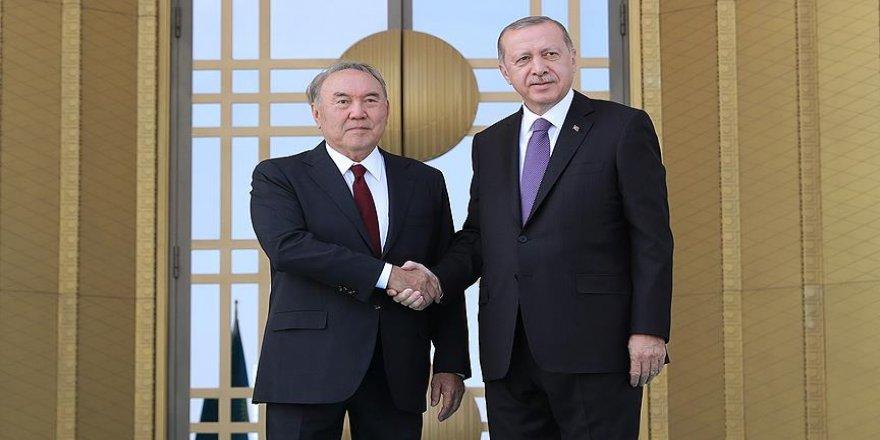Erdoğan Nazarbayev'i resmi törenle karşıladı