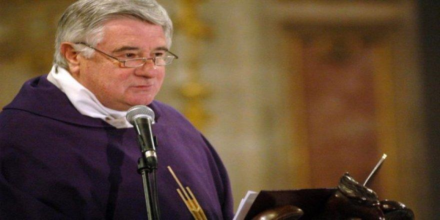 Vatikan başpiskoposu çocuk tacizi nedeniyle meslekten men etti