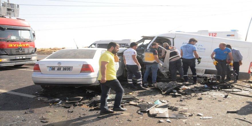Zincirleme trafik kazası: 1 ölü, 8 yaralı
