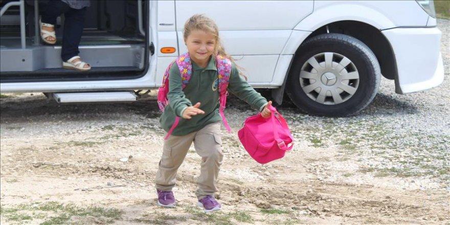 Küçük kızın servis çilesi son buldu