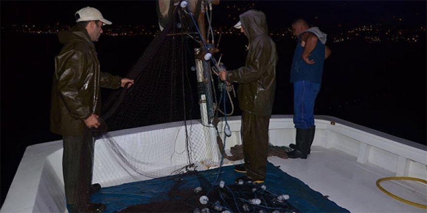 Balıkçıların gece mesaisi