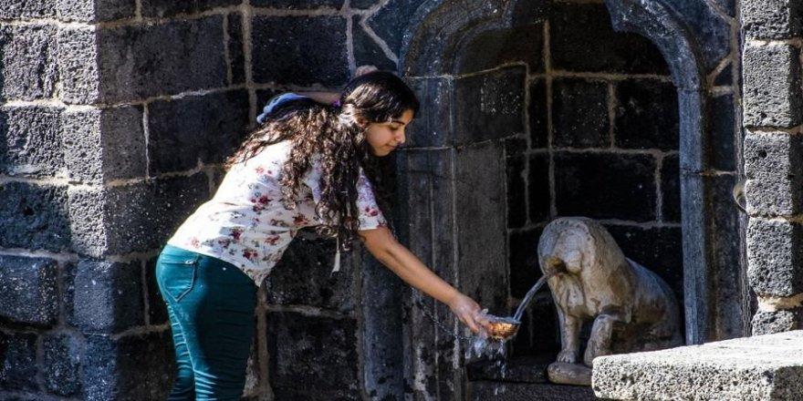 Tarihi 'Aslanlı Çeşme'den yeniden su akmaya başladı