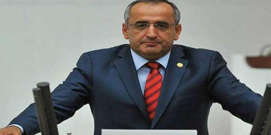 Kriz saray ve AKP'nin Bakanlarında hissedilmiyor