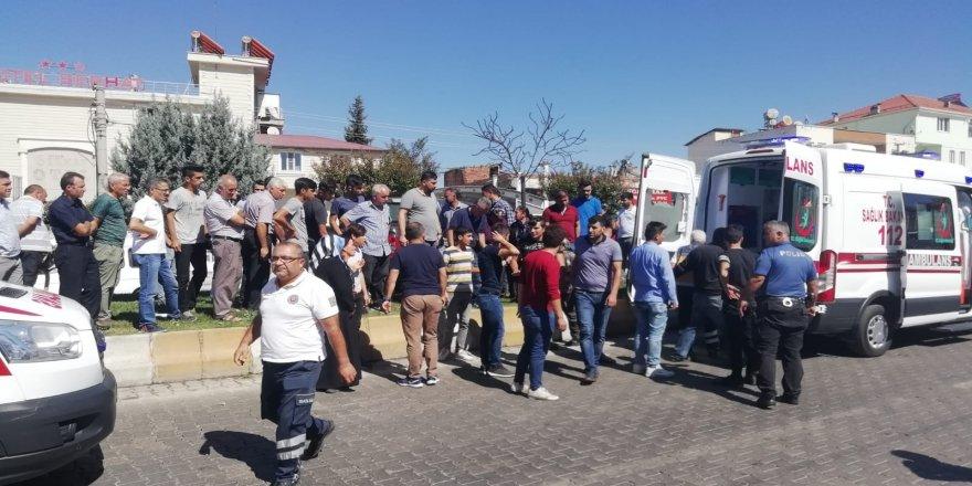 Kamyonet refüje çıktı: 2 Yaralı