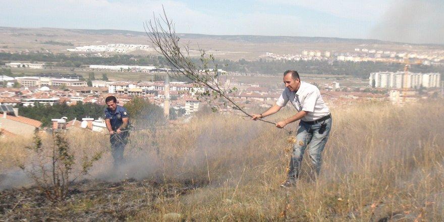 Otluk alanda yangın çıktı, 10 dönüm kül oldu