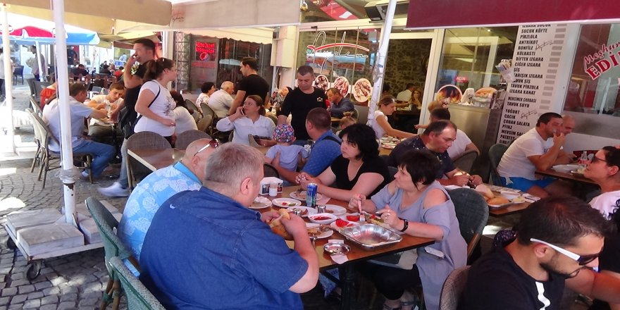 Bulgaristan ve Yunanistan vatandaşlarının alışveriş çılgınlığı