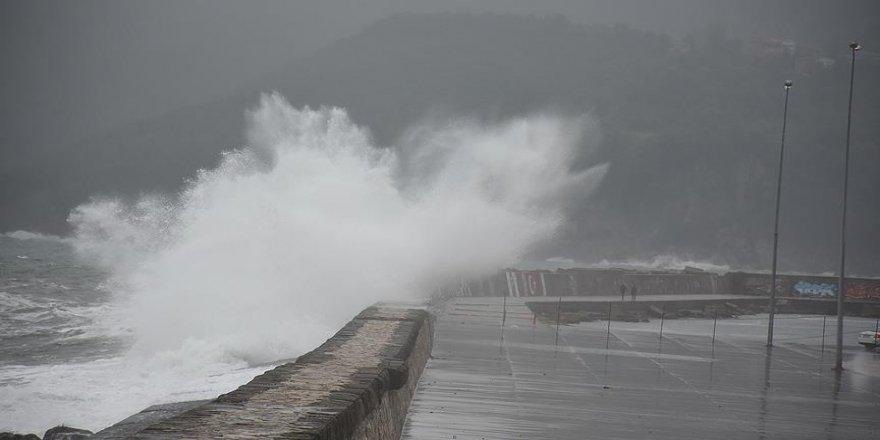 Fırtına Karadeniz'i vurdu