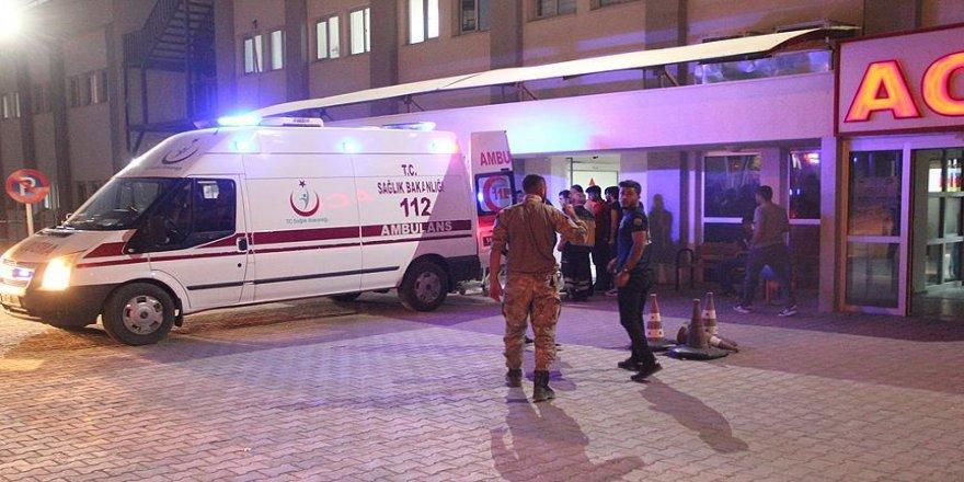 Askeri araç devrildi: 3 asker yaralı