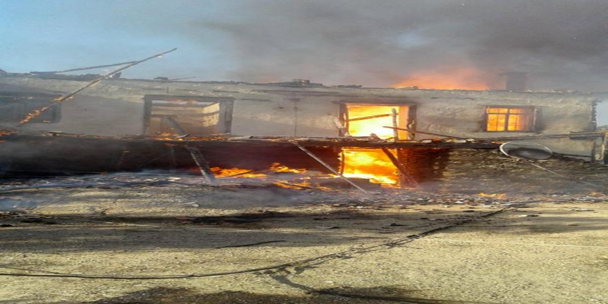 Gaz kaçağı evi yaktı