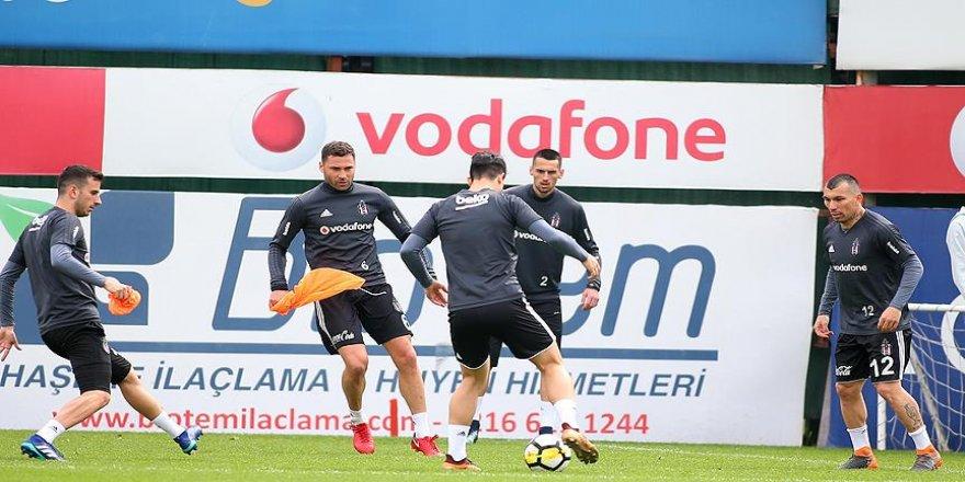 Beşiktaş'ın genç futbolcusu ameliyat edildi